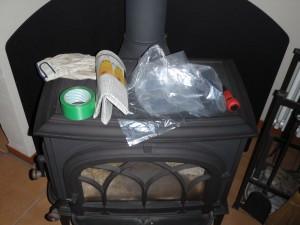 手袋、テープ、古新聞、ビニール袋、プラスドライバー