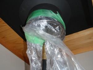 煙突口全体にビニール袋をかぶせます